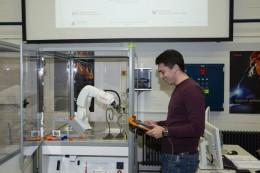 Kooperace robotu se studenty