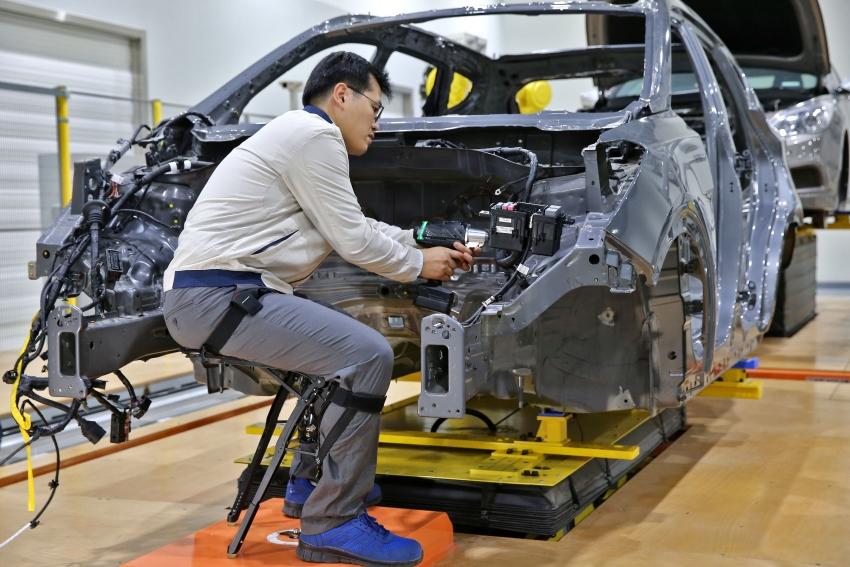 KIA sází na nositelnou i servisní robotiku
