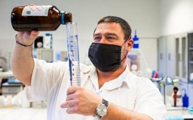 Na VUT vznikají dezinfekce, ochranné štíty nebo roušky