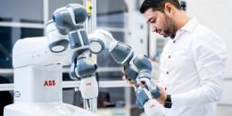 Robot YuMi, který slaví 5 let, přijímá výzvy i ve zdravotnictví