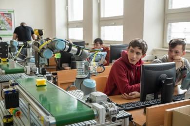 Kooperativní robotika do škol