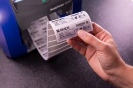 Zažijte snadnost při tisku etiket s BradyPrinter i5300