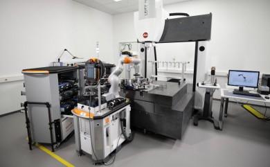 Senzitivní robot automatizuje kalibraci měřidel