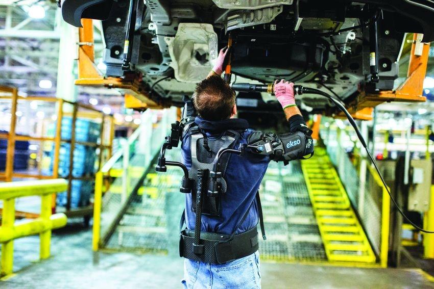 Exoskeletony spojují roboty a lidi v jeden celek