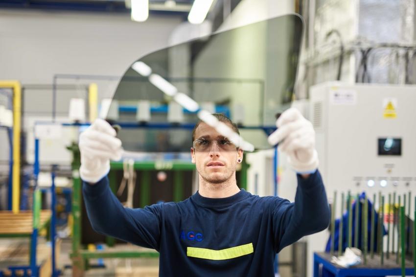 Češi pomáhají s výrobou prvního elektrického SUV od Mercedesu