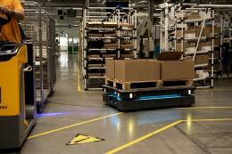 Mobilní robot snižuje náklady na přepravu ve Schneider Electric