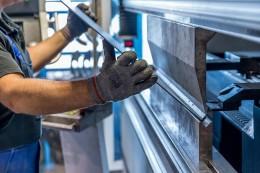 Pandemie situaci na trhu nezměnila, kvalifikované obsluhy CNC strojů je pořád málo